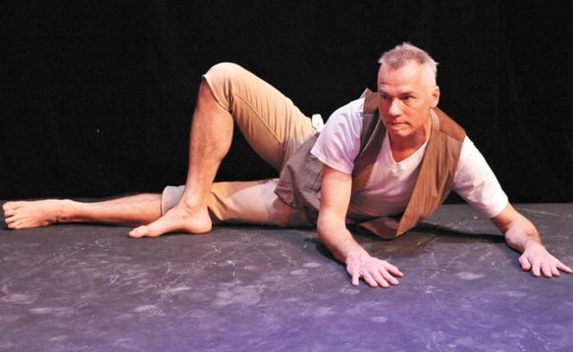 David DeBlieck in Que(e)ries. Photo by Brad Ruud