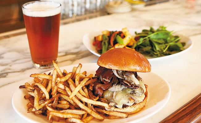 Hill Burger. Photos by Hubert Bonnet