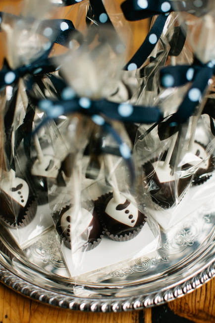 Tuxedoed Truffle Pops by Lily Bloom's Kitchen. Photo by Photogen Inc.