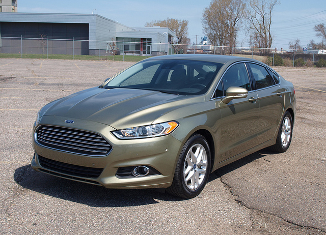 2013 Ford Fusion SE - All Photos by Randy Stern