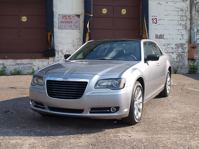 2013 Chrysler 300S Glacier Edition - All Photos by Randy Stern