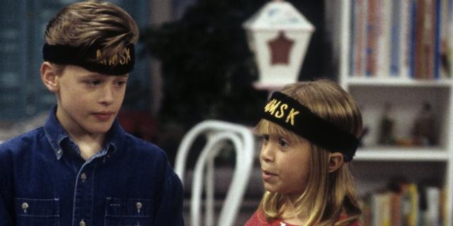 Blake McIver as Derek (left) opposite the Olsen twins' portrayal of Michelle on Full House.