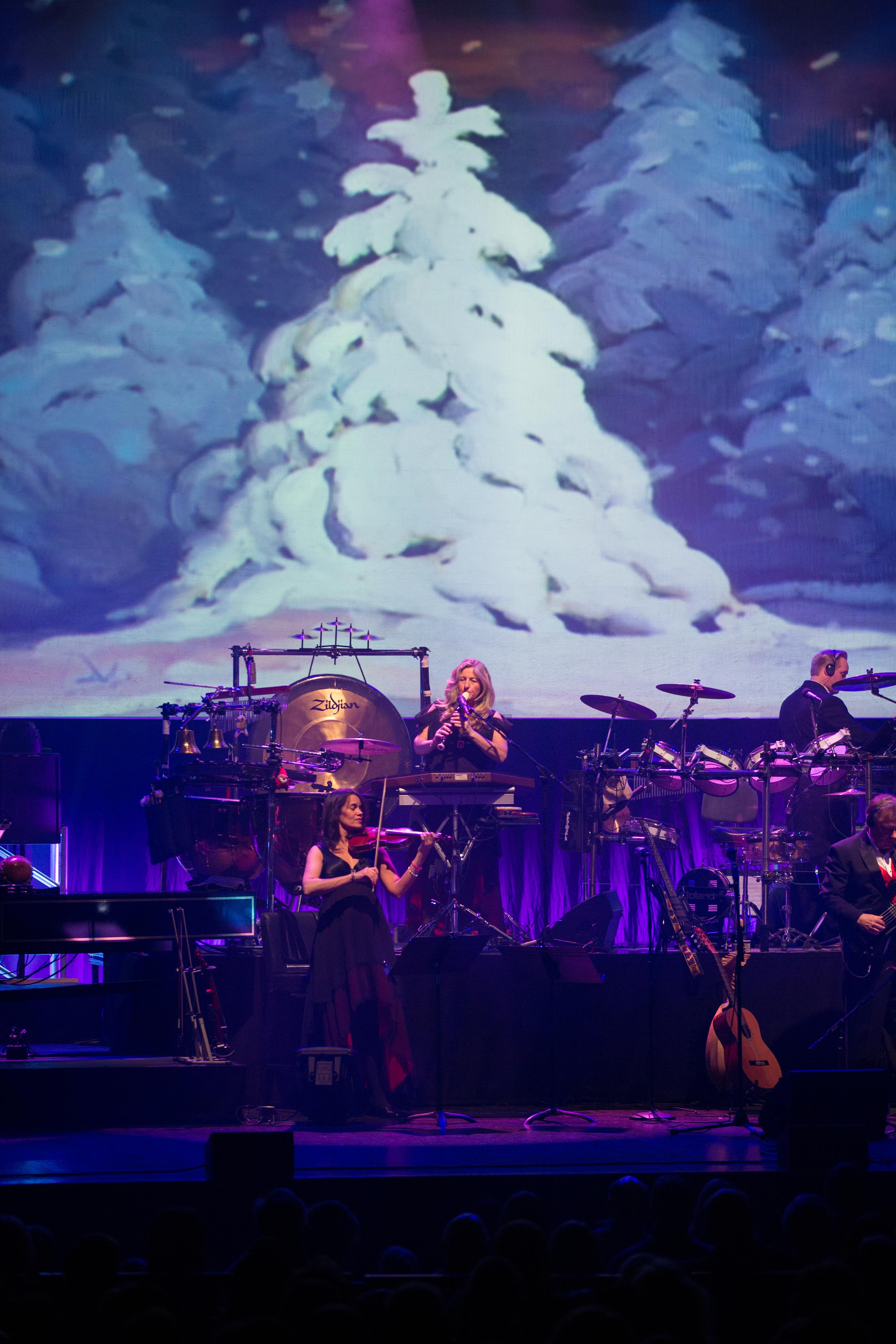 5Q: Mannheim Steamroller Christmas