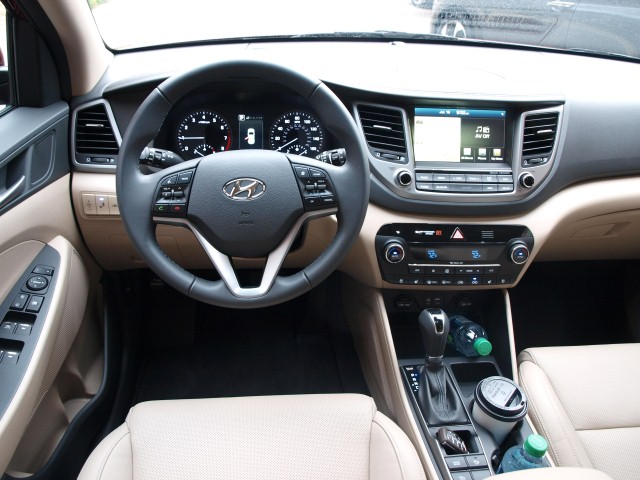 2016 Hyundai Tucson Limited interior