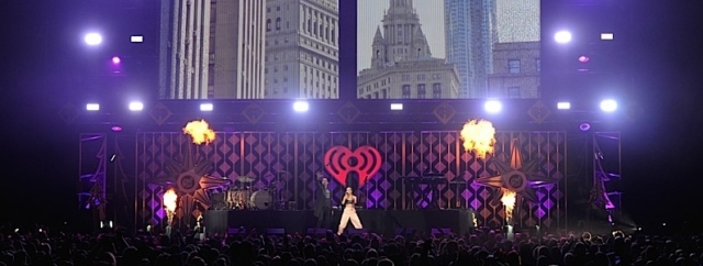 ST PAUL, MN - DECEMBER 04:  Halsey and G-Eazy perform onstage at 101.3 KDWB's Jingle Ball 2017 at Xcel Energy Center on December 4, 2017 in St Paul, Minnesota.  (Photo by Hannah Foslien/Getty Images for iHeartMedia)