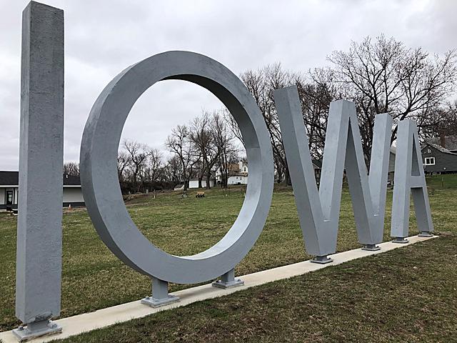 19p_Iowa-Sign_Manning_LuAnnReinders_Manning;-Western-Skies-Scenic-Byway
