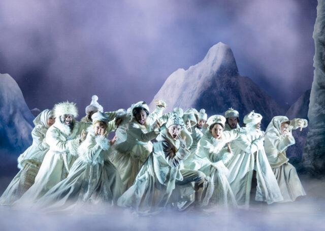 Ensemble company of the Frozen North American Tour.